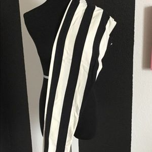 BN TC Black/White Stripped LuLaRoe 1.0 Leggings